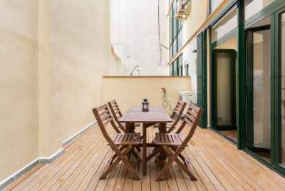 Bright spacious apartment with terrace in Eixample area in Barcelona